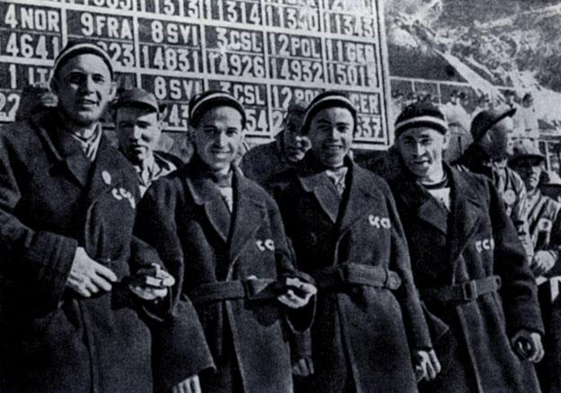 После вручения золотых олимпийских медалей. Слева направо: Ф. Терентьев, П. Колчин, Н. Аникин и В. Кузин. Кортина-д'Ампеццо, 1956